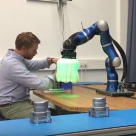 Les robots collaboratifs améliorent leur protection. Usine du futur.